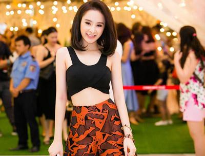 Angela Phương Trinh xuất hiện với hình ảnh thanh lịch nhưng vẫn quyến rũ.