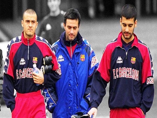 Mourinho dẫn dắt Barca và tiếp tục báo thù