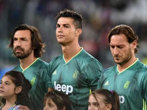 Ronaldo nhận lương gấp 17 lần HLV Pirlo