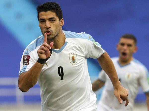 Bóng đá quốc tế sáng 17/11: Luis Suarez dương tính với Covid-19