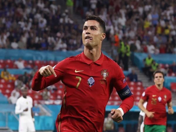Bóng đá QT tối 24/6: Ronaldo san bằng kỷ lục ghi bàn thế giới